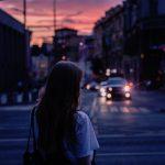 nainen-kaupunki-unsplash